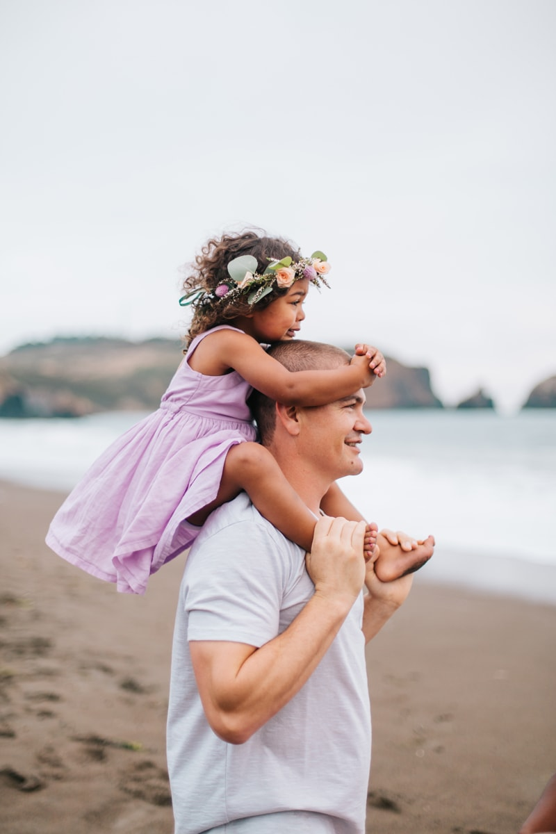 Family Photographer, little girl sitting on her daddy's shoulders